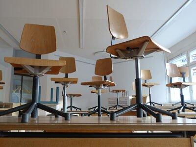 Leeg klaslokaal tijdens de zomervakantie